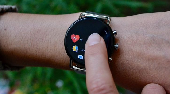 Smartwatch makers try to get a jump on Apple with fitne...
