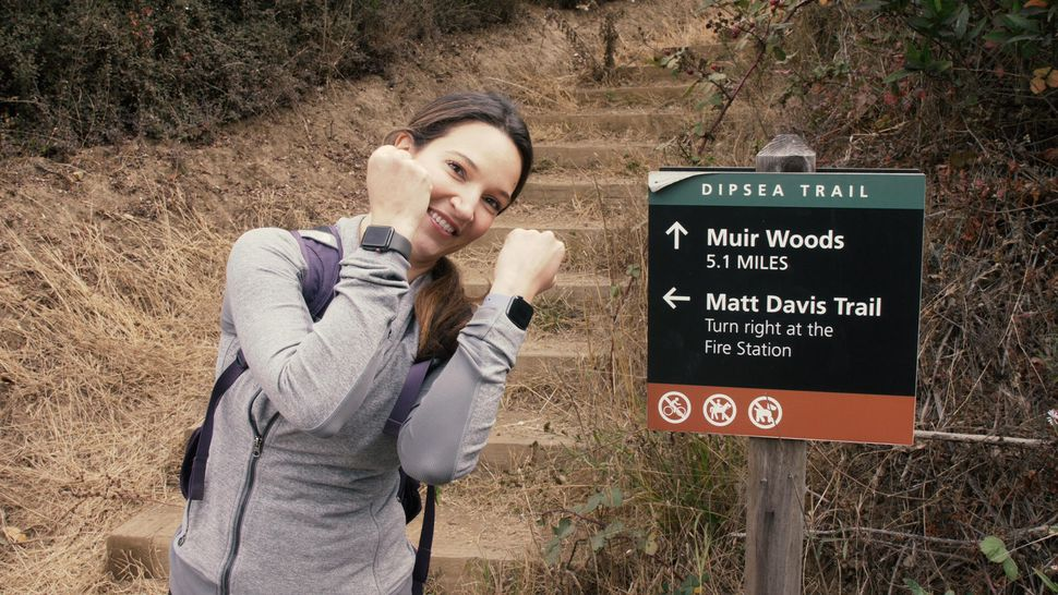 apple-watch-4-vanessa-test-hike-sign
