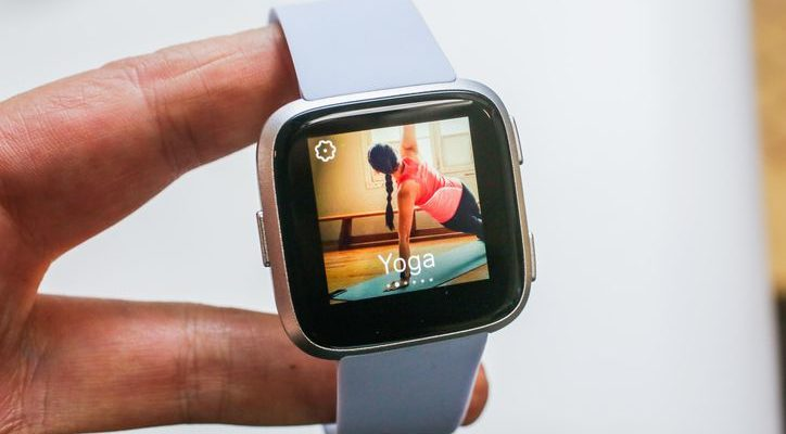 Get a Fitbit Versa for $90 (Update: Sold out)