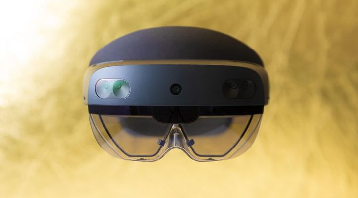 HoloLens 2 announced for $3,500, available to preorder ...